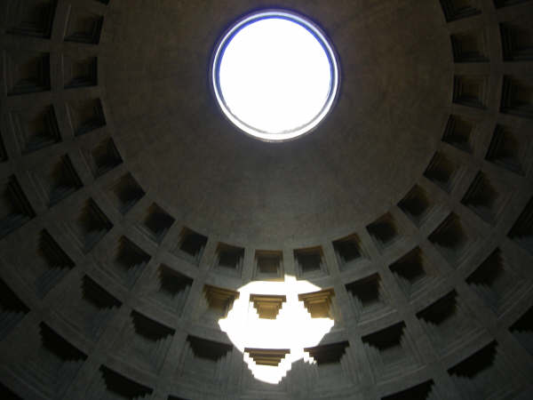 Leo Backman, foto 2007: Pantheon, Roma, cupola sole occhio luce colonna soffitto raggio cupole